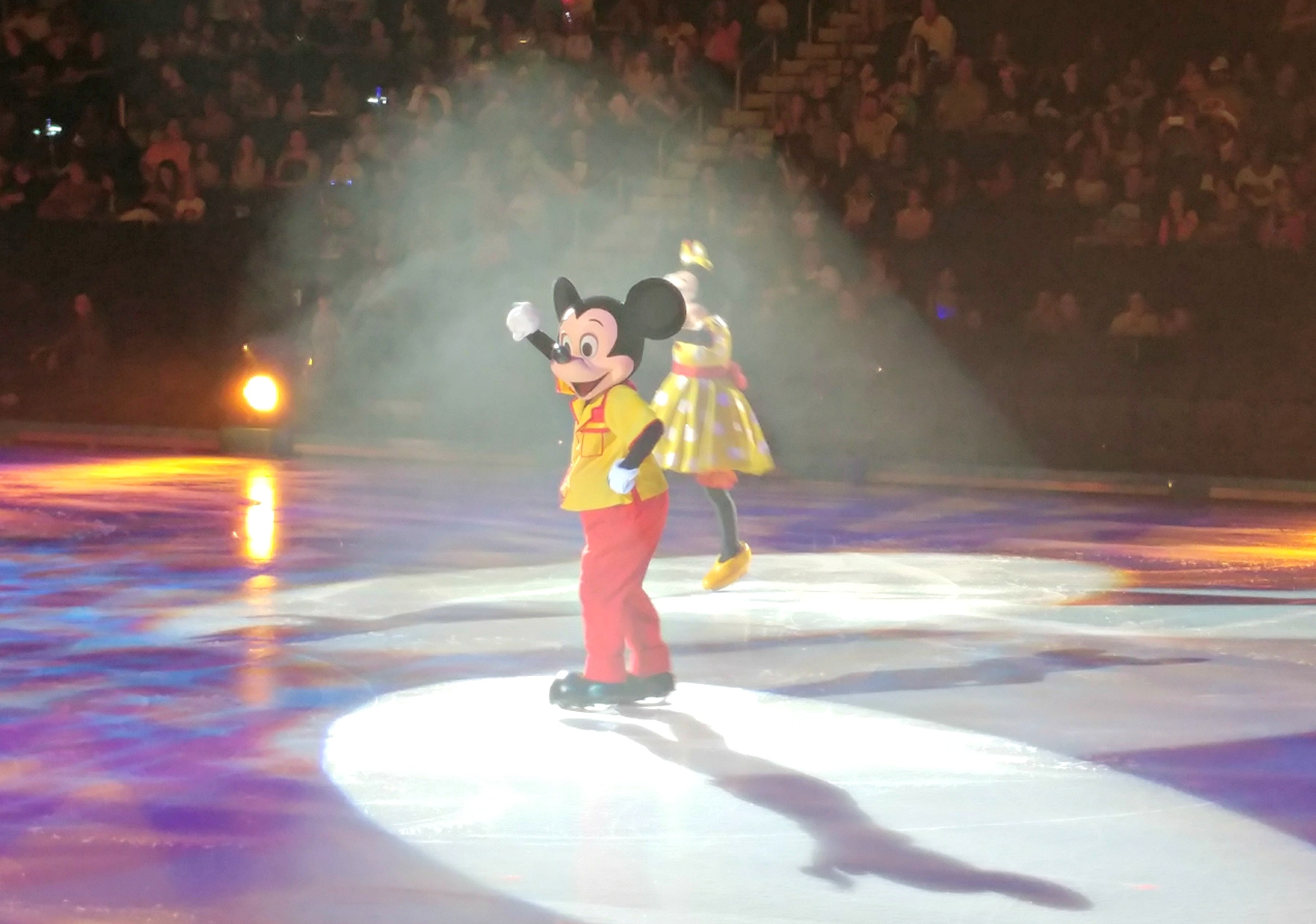 Mickey and his pals tie the stories of Disney On Ice together!