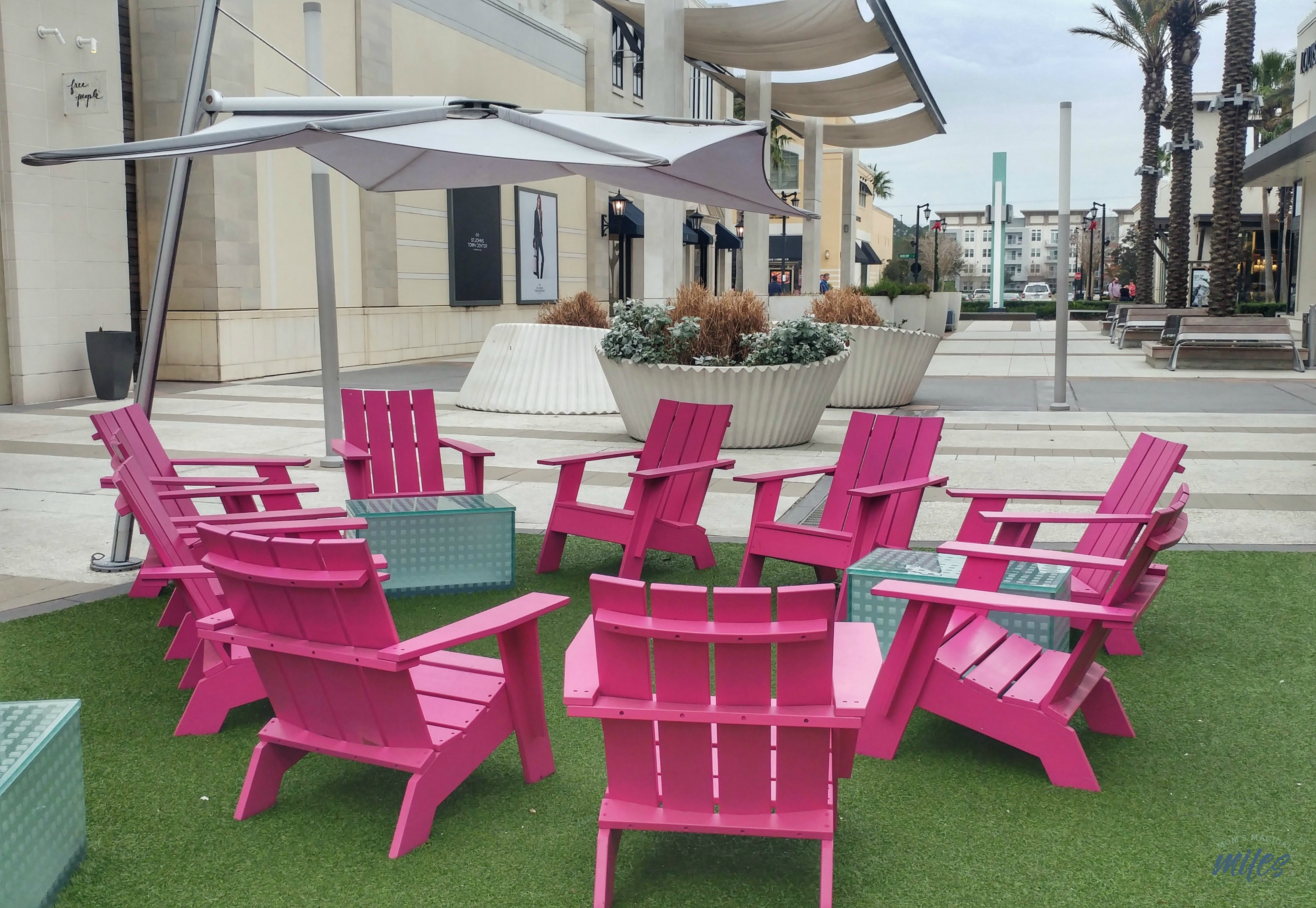 St. Johns Town Center in Jacksonville, FL is a shopping and dining area that invites you to hang out and stay a while!