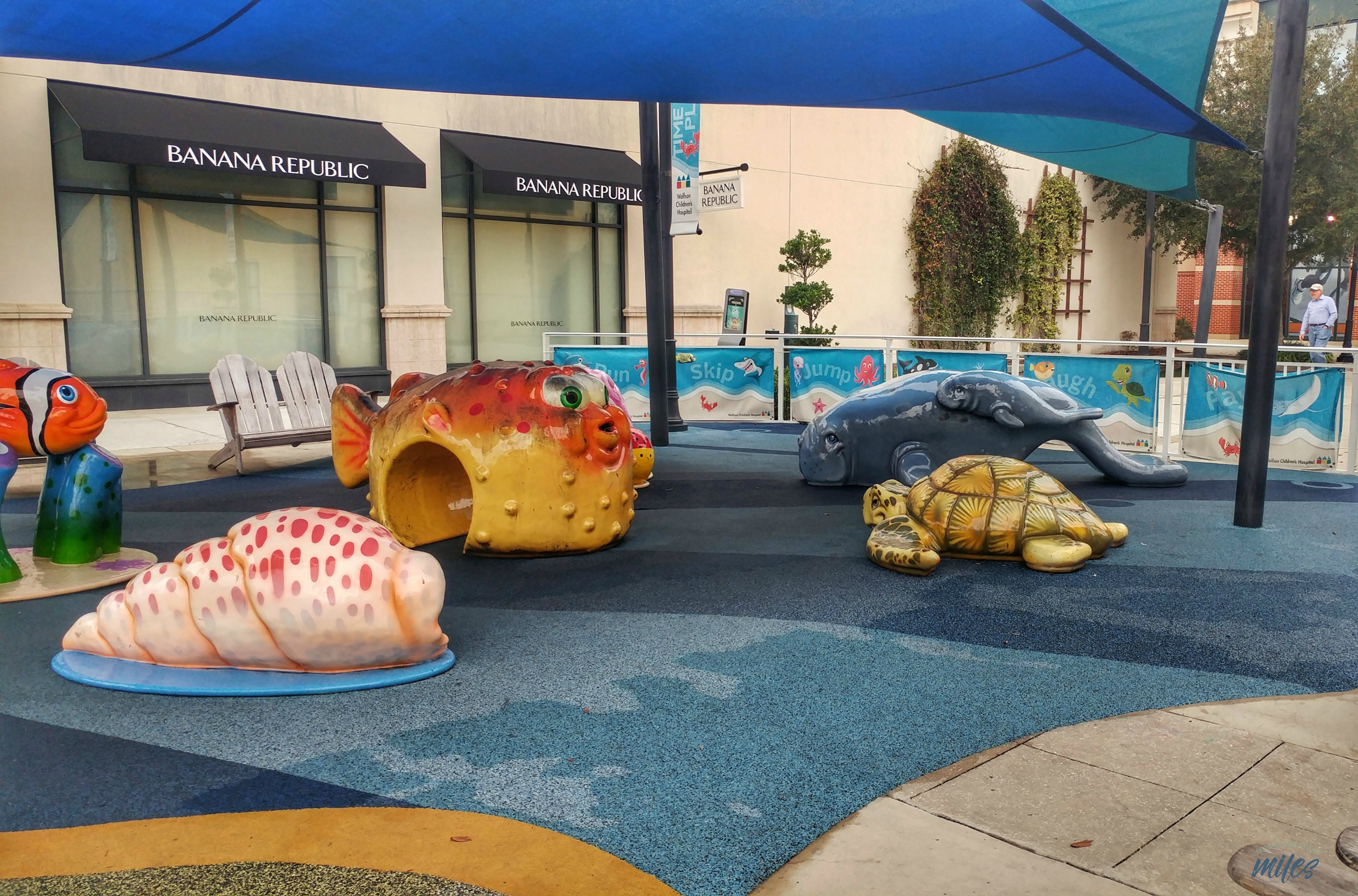 St. Johns Town Center is a shopping and dining area that invites you to bring the whole family, providing a shaded play area for the kids. Jacksonville, Fl